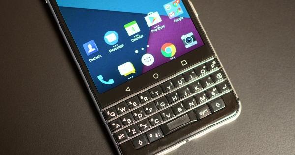 Tránh người khác rình mò đọc lén thông tin trên smartphone BlackBerry